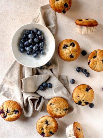 Anna_Lee_Eats_Blaubeer_Muffins